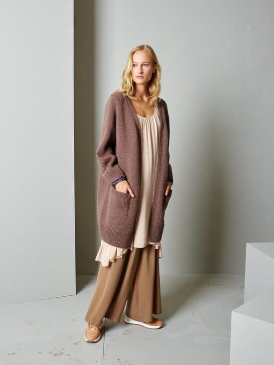 Lang jakke Strikkegarn og strikkeoppskrifter TO STRIKKEDAMER