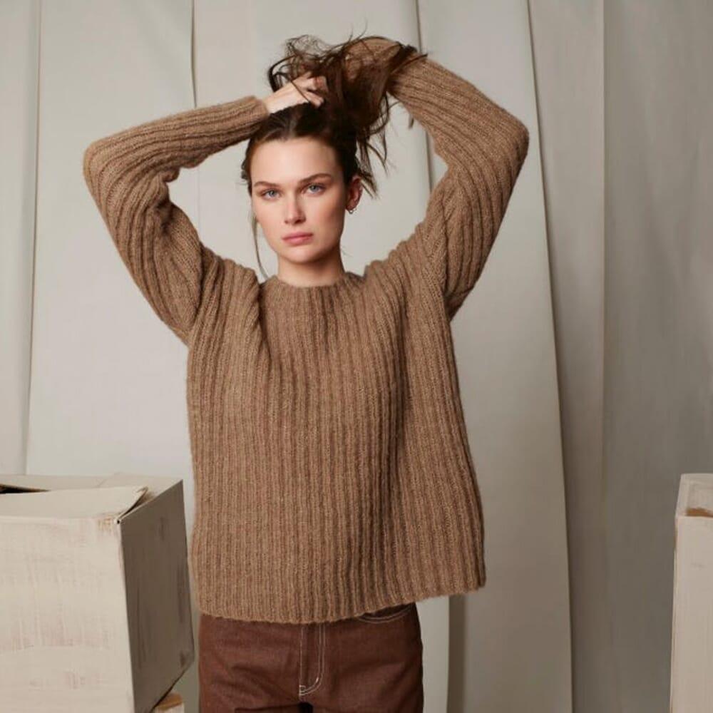 Ribbestrikket genser Strikkegarn og strikkeoppskrifter