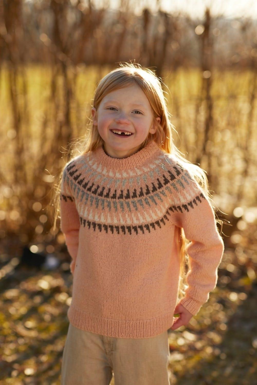 Spiret jakke barn Strikkegarn og strikkeoppskrifter TO